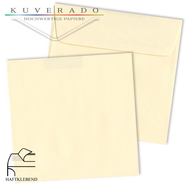 cremefarbene Briefumschläge quadratisch