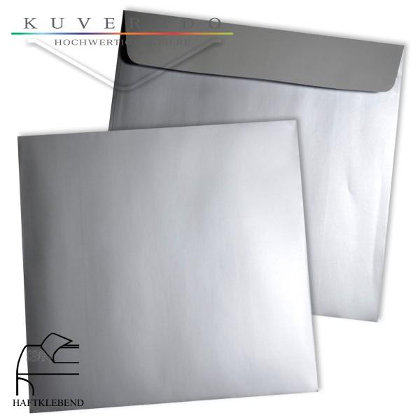 silberne Briefumschläge quadratisch